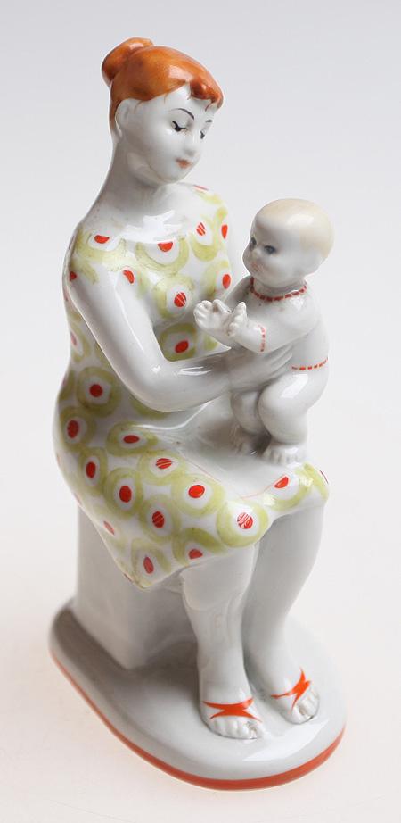 русская мама с фигуркой фото