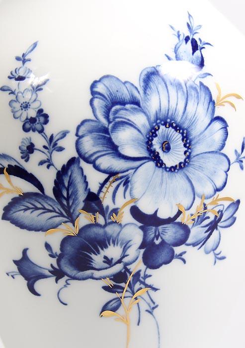 Роспись голубыми цветами
